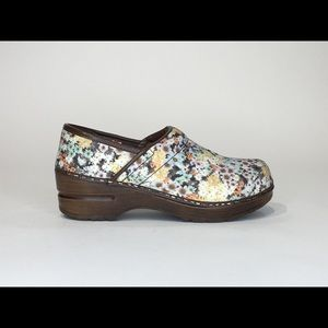 SANITA AMANDA FLORAL SKID RESISTANT SLIP ON CLOGS